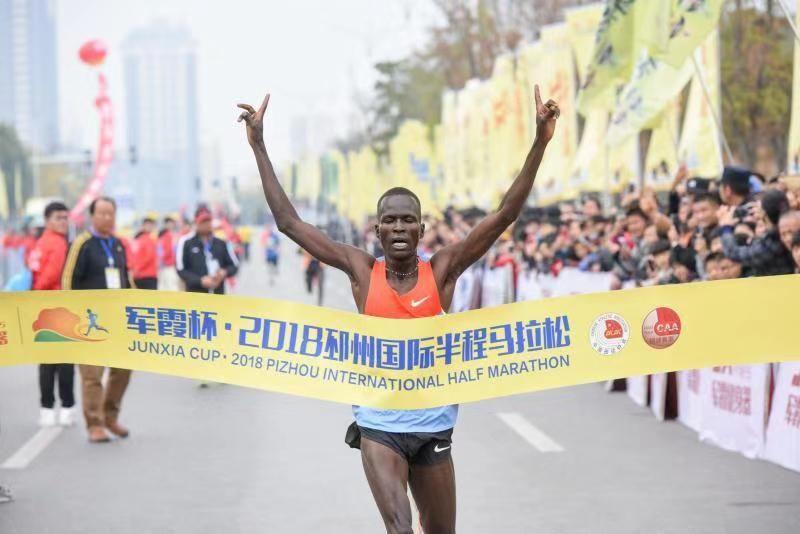 万名跑者集结!2018邳州国际半程马拉松今日开跑